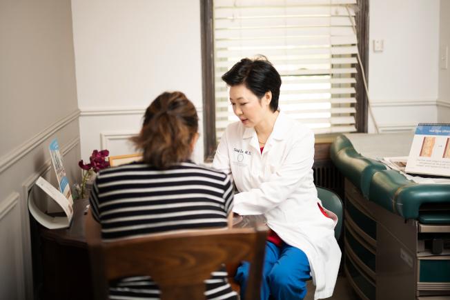 李信智說,病人提出整形要求後,她就想像整形後的樣子。(圖:李信智提供)