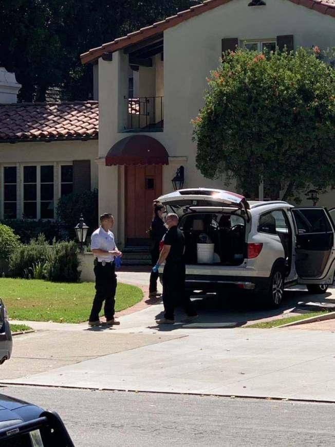 圖為聖瑪利諾警員在現場調查。(記者陳開/攝影)