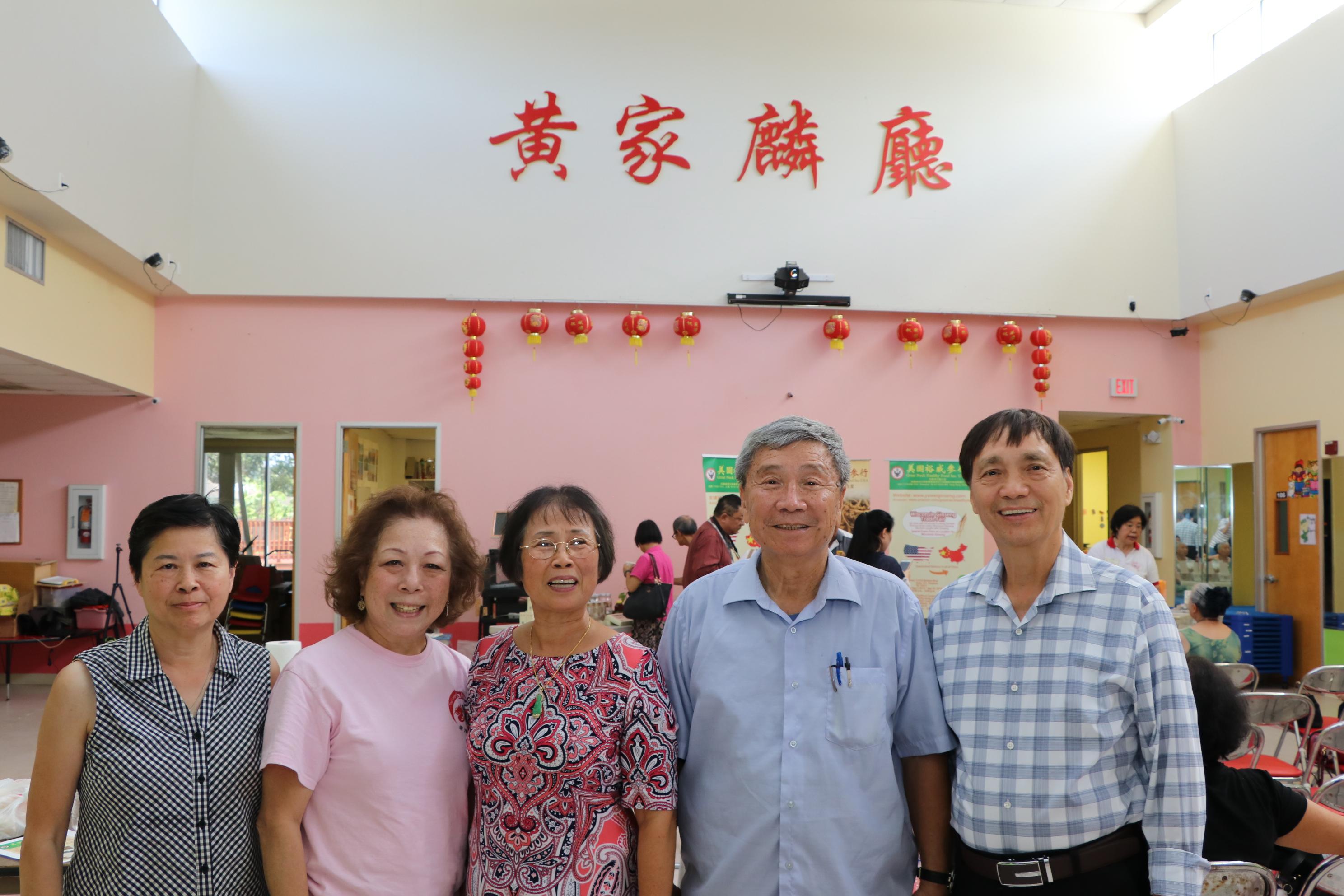 晚會主席黃孔威(右二)邀請多位好友共襄盛舉。