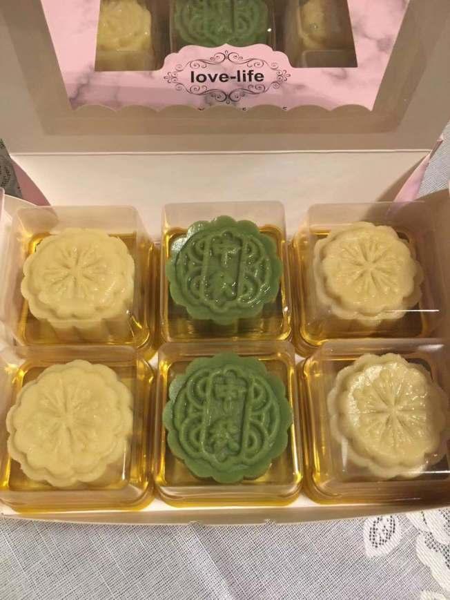 美食網紅黃小姐製作的綠豆糕。(記者楊青/攝影)