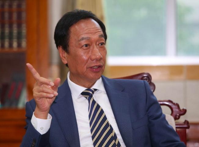 鴻海集團創辦人郭台銘若參選,必遭藍綠夾擊。(本報資料照片)