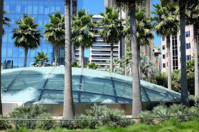 空中花園裡花草扶疏,綠樹成蔭,成為舊金山市區的綠色長廊。