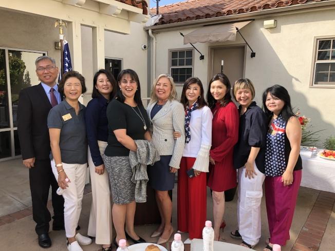 聖瑪利諾市華人協會每年一度,於9月11日當天或前後舉辦早餐會,感謝消防局、警局保護社區。(圖:聖瑪利諾華協李慶雯提供)