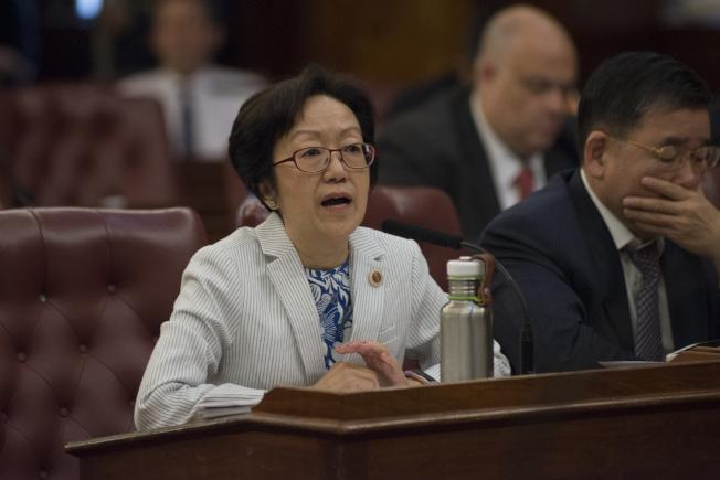 市議員陳倩雯等12日提出法案包,擬嚴厲打擊職場年齡歧視。(市議會提供)