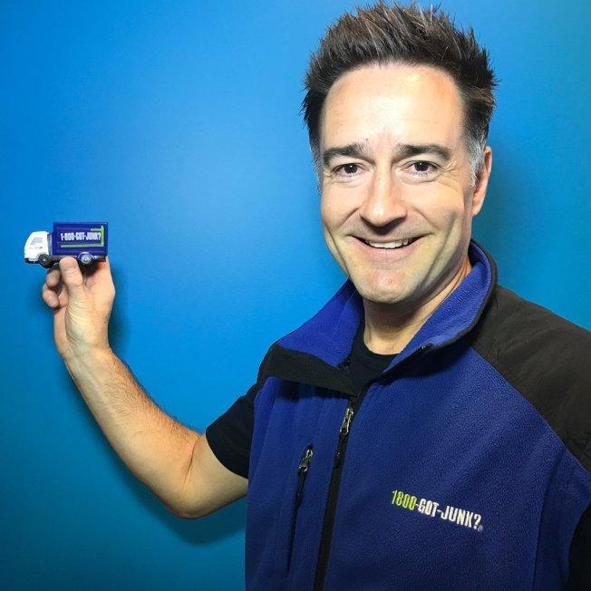 垃圾處理公司「800-GOT-JUNK」的創辦人兼執行長史庫達摩認為,把家庭當作公司一樣管理,助他有效率理家,而且家人互動充滿樂趣。(取自推特)