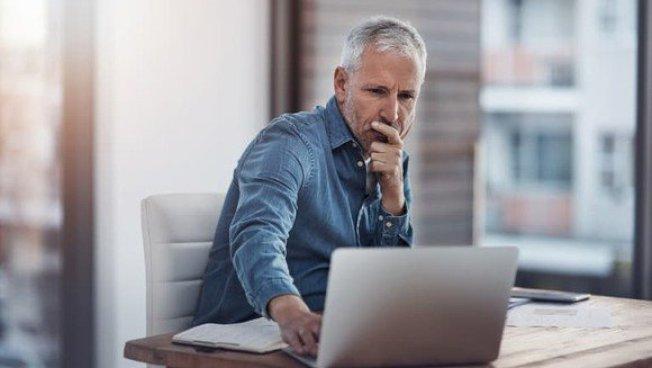 研究人員認為,企業允許員工可在任何地方工作,能夠留住有經驗的員工。(取自推特)