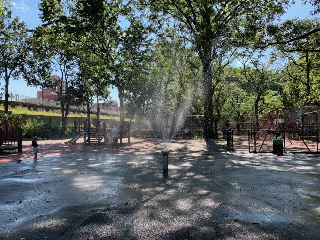 布蘭德遊樂場是法拉盛市中心居民享受悠閒時光的去處之一,常有不少孩童在內嬉戲。(記者賴蕙榆/攝影)