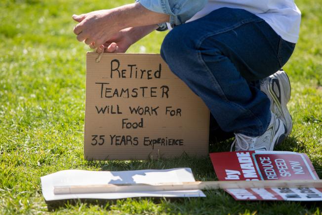 未妥善規劃財務,許多人退休後還被迫重返職場。(Getty Images)