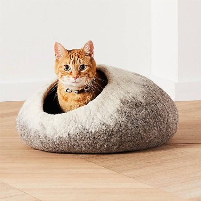 Crate and Barrel Cat寵物帳篷窩,售價2,880元、新品優惠價2,592元。圖/Crate and Barrel提供
