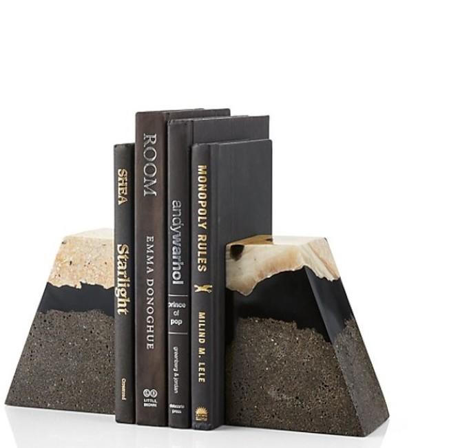 Crate and Barrel Lava礦物梯型書擋,售價1,880元、新品優惠價1,692元。圖/Crate and Barrel提供