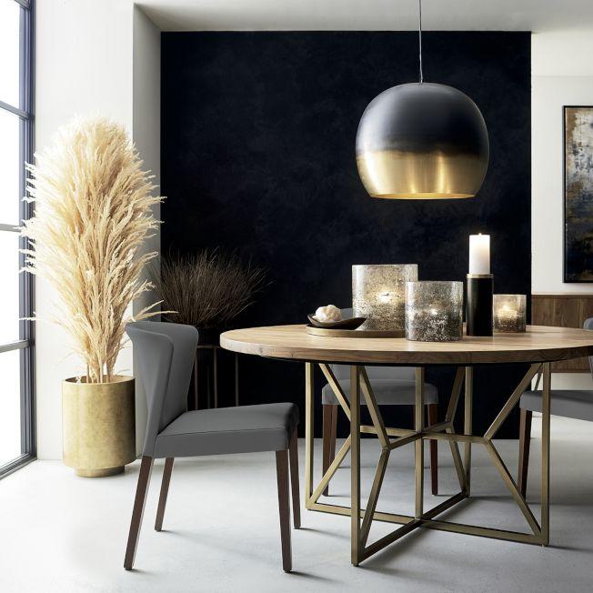 侷限空間在家具選擇上,餐桌、茶几等大型家具可用圓桌取代方桌。圖/Crate and Barrel提供
