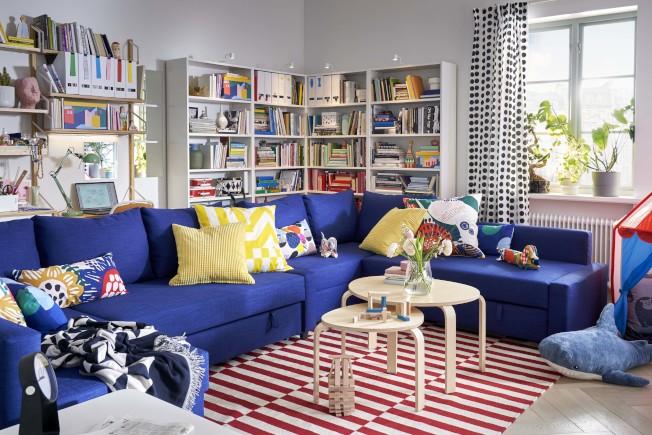 IKEA FRIHETEN轉角沙發床附收納空間-Skiftebo藍色,售價13,900元,價格會因顏色或材質選項而改變。圖/IKEA提供