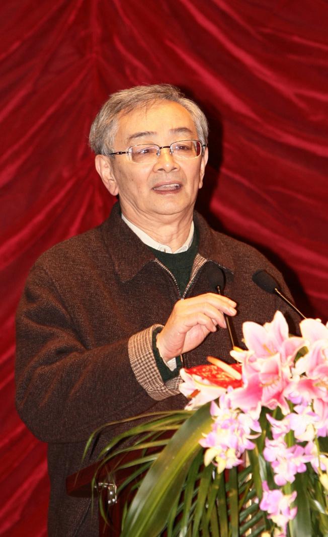 吳貽弓導演在上海電影製片廠成立60周年慶祝大會上致辭。(新華社)