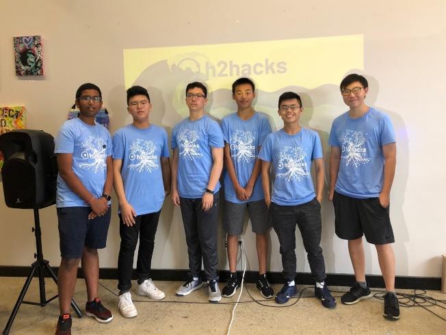 一群熱愛「黑客松」的高中生於今年3月份成立組織「H2Hacks」。(記者顏潔恩╱攝影)