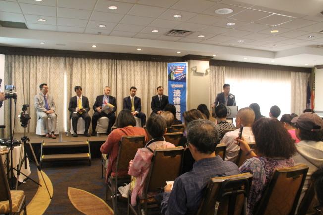 世報14日舉辦法律講座,邀請五名律師談移民、工傷和家暴。(記者賴蕙榆/攝影)