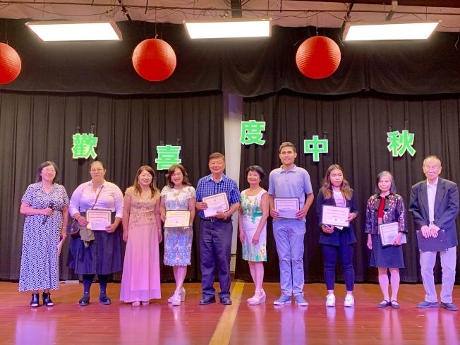 聖地牙哥台灣同鄉會舉行「中秋午宴」,並頒發新種公司獎學金,嘉惠優秀台灣移民子弟。(記者陳良玨/攝影)
