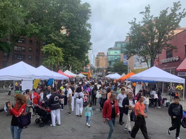 「2019法拉盛街坊節」14日在緬街與王子街間的40路登場,吸引逾3萬人。(記者牟蘭/攝影)