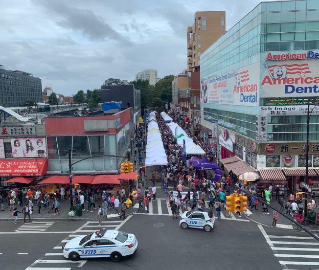 「2019法拉盛街坊節」14日在緬街與王子街間的40路登場,吸引逾3萬人參與。(記者牟蘭/攝影)