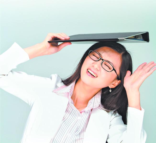 長期承擔工作壓力,就會容易發生職業倦怠。(本報資料照片)