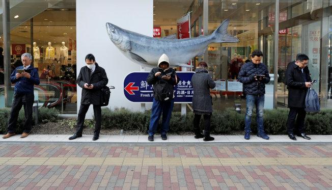 對付低頭族 日本提制定罰則