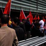 黃之鋒哥大演講 中國留學生唱國歌示威