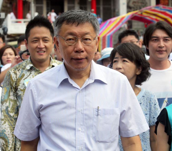 台北市長柯文哲(中)與夫人陳佩琪。(記者劉學聖/攝影)