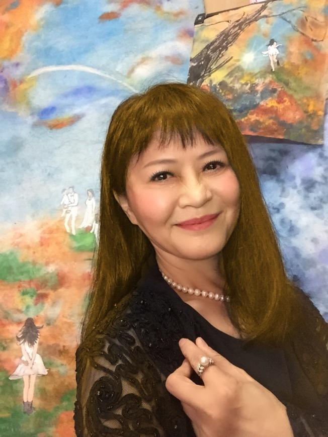 程秀瑛以「仙女下凡」嫦娥姐姐的身分轉型畫家。(圖:程秀瑛提供)