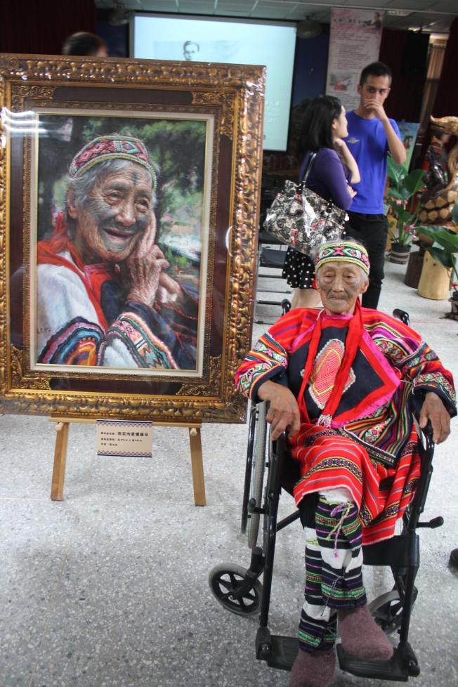 苗栗縣最後一位泰雅族文面國寶柯菊蘭14日以97歲高齡辭世。(本報資料照片)
