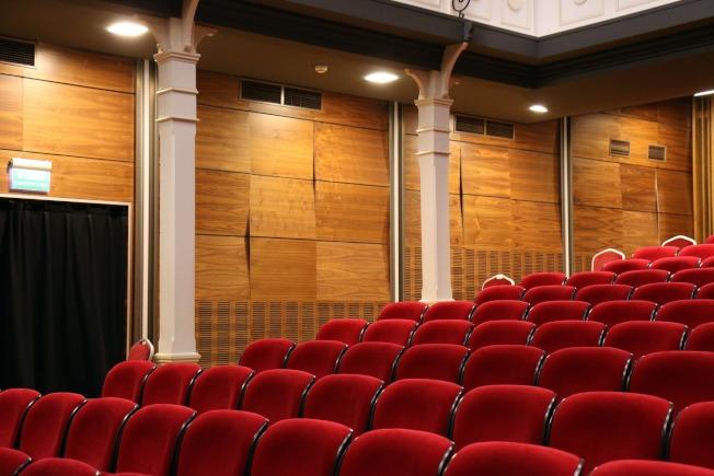 MoviePass推出時,曾被指為將顛覆電影票房,然而幾年之後,電影院還在,MoviePass卻走不下去了。(Pexel)