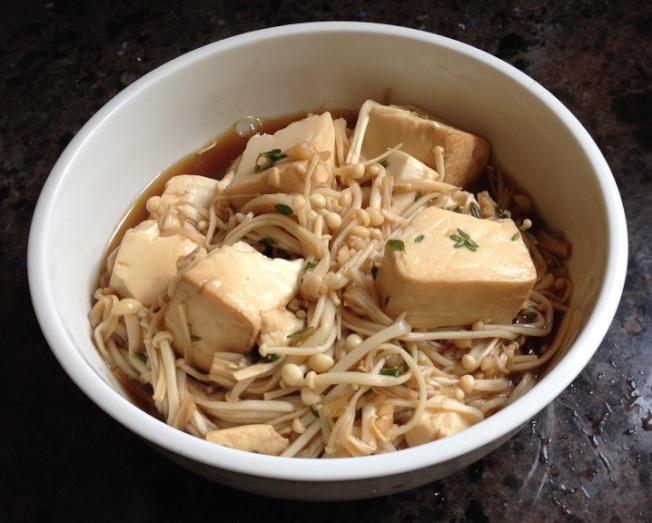 百里香豆腐金針菇