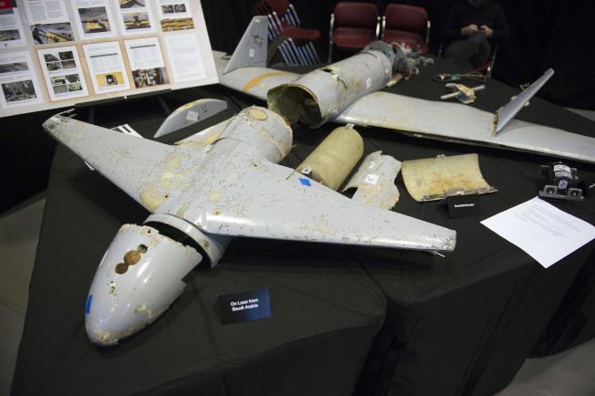 伊朗支持的葉門「叛軍青年運動」利用圖中疑似伊朗製造的Qasef-1無人機,14日攻擊沙國石油設施。(美聯社)
