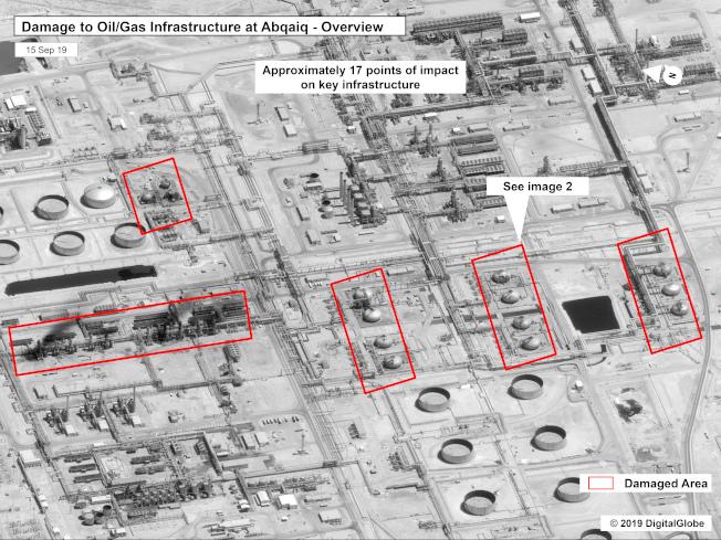 美國政府15日提供沙國阿布蓋格煉油廠遭攻擊後的商業衛星畫面。美聯社