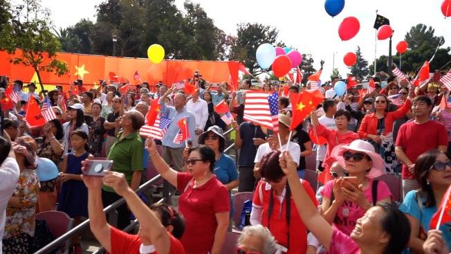 支持中國共產黨的民眾,齊聲「歌唱祖國」。(本報記者╱攝影)