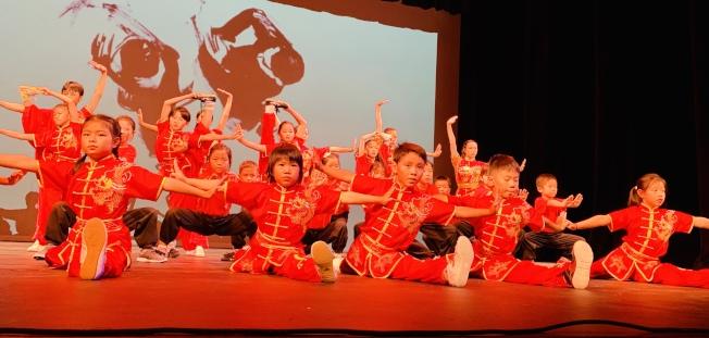 金龍課後學校「金龍中華武術」,將中國功夫之美,展露無遺。(記者陳良玨/攝影)