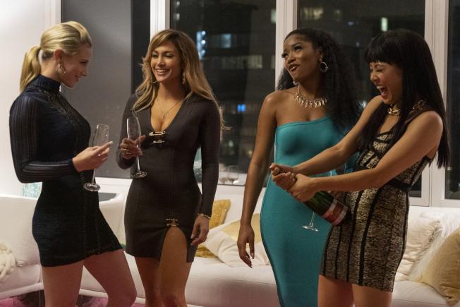 「舞孃騙很大」的其中一幕,左起為莉莉茵哈特、珍妮佛洛佩茲、琪琪帕瑪和吳恬敏。(美聯社)