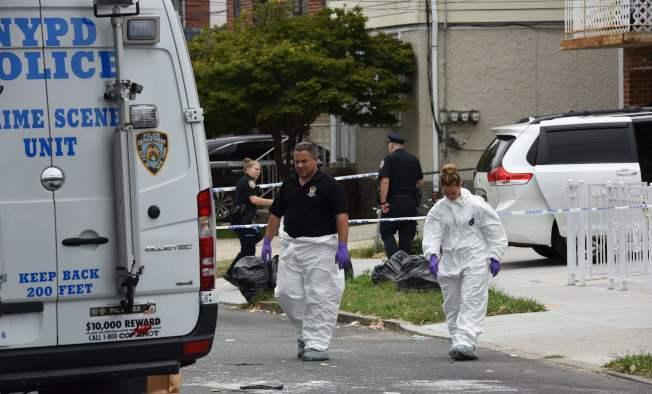 案發之後,紐約市警的鑑識人員在現場取證。(Getty Images)