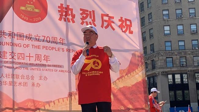 黄屏表示,旅美华侨为中美两国的友好和两国交流做出了巨大贡献。(记者和钊宇/摄影)