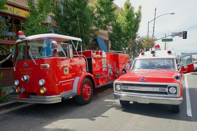 南巴沙迪那消防局、警局展示骨董消防、救護車。(記者陳開/攝影)