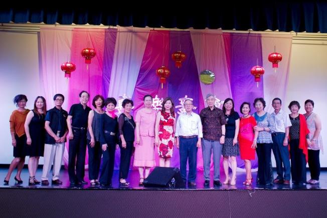 北加州中華耆英聯合會舉辦「喜樂舞會」,近350位耆英參加。(記者李榮/攝影)