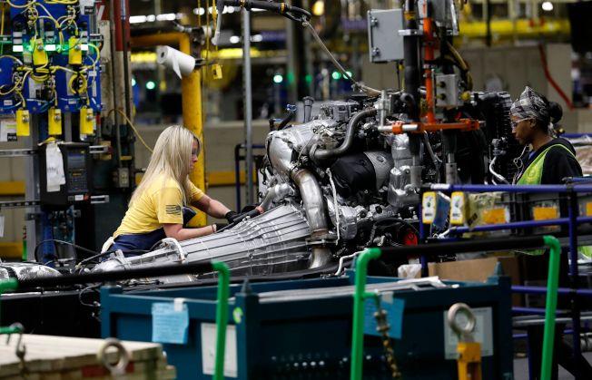 通用汽車在密西根州佛林廠其中之一裝配廠工人正在工作。(Getty Images)