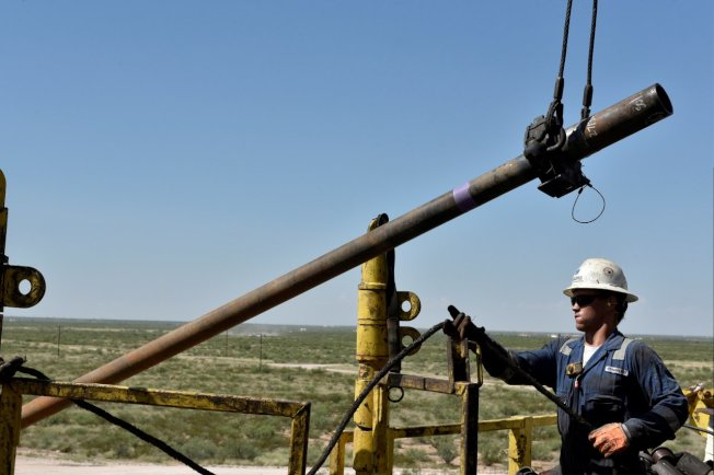 美國二疊紀盆地油井。圖/路透