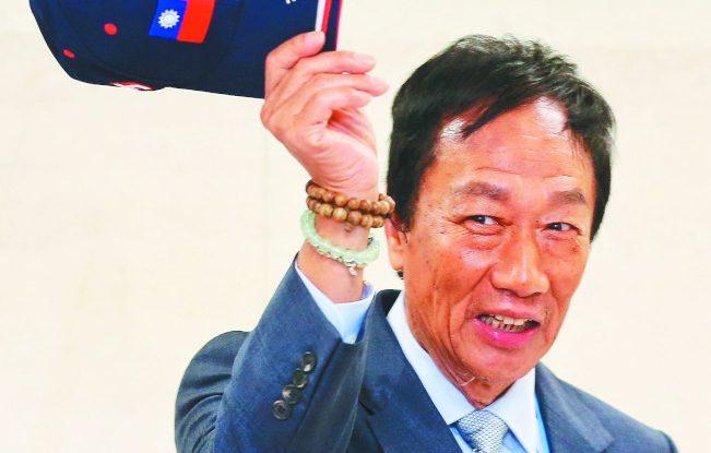 鴻海創辦人郭台銘(圖)深夜發出重大訊息,表態不登記連署選2020總統。圖 /報系資料照