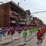 芝華埠「中美友誼日」遊行 彩旗飄揚 社區同慶