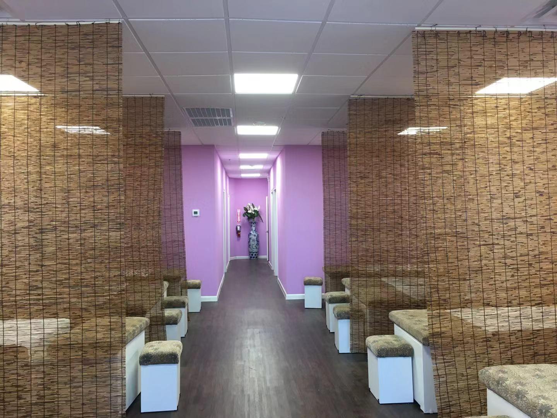 Wei Foot Massage店內以淡雅紫色設計,讓您能舒適的享受按摩。(Wei Foot M提供)