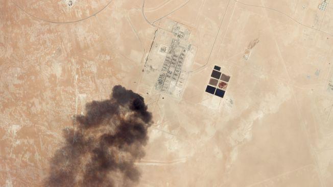 沙國原油生產設施遭到攻擊,金融市場震盪。(Getty Images)