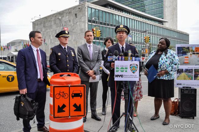 陳文業(發言者)表示,市警希望聯大開會期間駕車出行的民眾盡量避免進入曼哈頓中城東部。(市交通局提供)