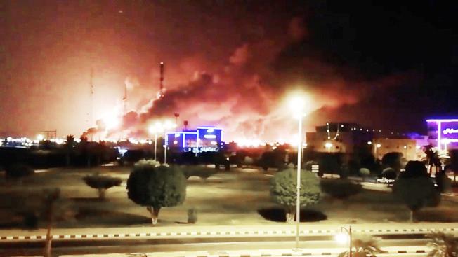 受攻擊的沙烏地阿拉伯煉油廠。(路透)