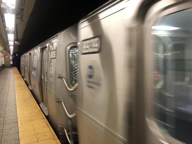 F線特快列車16日開始往返曼哈頓與康尼島,每天四班,縮短通勤時間20分鐘  。(記者張晨/攝影)