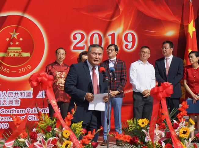 中國駐洛杉磯總領事張平在升旗儀式上致詞。(本報記者╱攝影)
