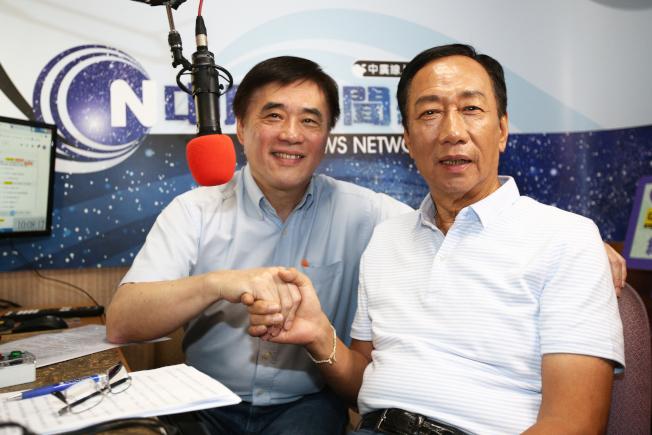 郭台銘(右)、郝龍斌(左)。(本報資料照片)